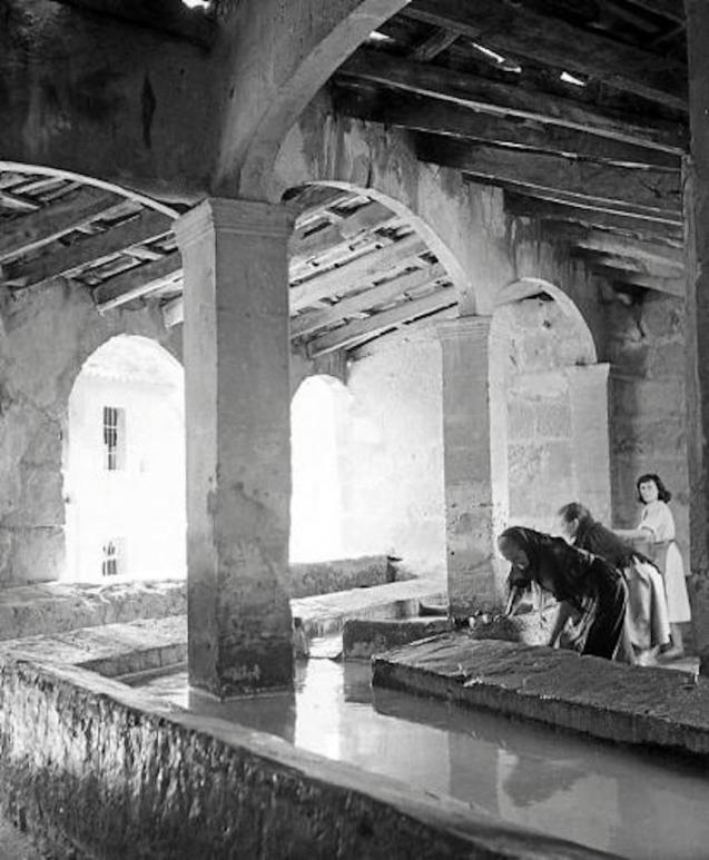 Women in Pollensa laundry.