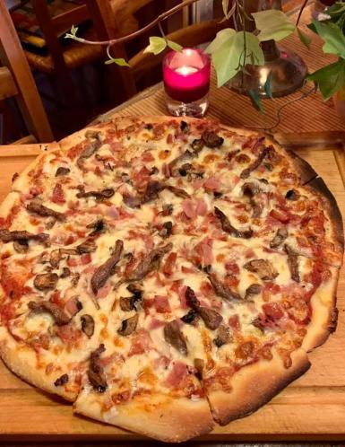 Monkey Steakhouse and Pizza in Calanova.