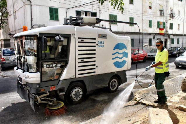 The street cleaners doing their job in Palma