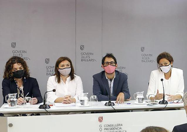 Balearic government ministers with the president of the Council of Mallorca, Catalina Cladera (right).
