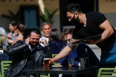 Waiter working in Madrid.