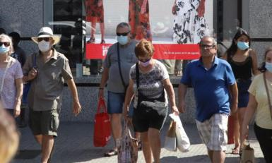 Tourists shopping in Palma.