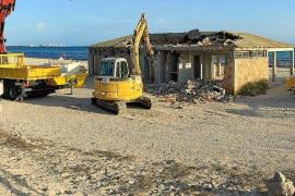 Es Trenc chiringuito demolition has started