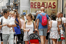 "Small retailers complain of a ""bad"" start to the tourist season"