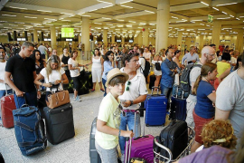 "Madrid government accused of passport control ""negligence"""
