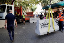 Reinforcement of barriers in Palma following Barcelona attack