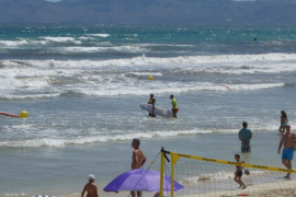 Surfer faces fine after disobeying and insulting lifeguards