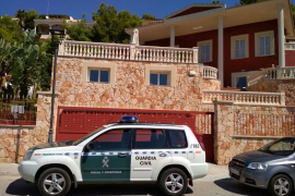 Guardia Civil raid homes and businesses in false holiday claims operation