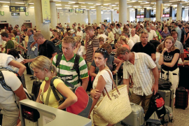 Airport passenger numbers rose by 5% in August