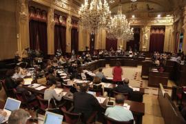 """Parliament approves Més """"sunlounger"""" motion"""
