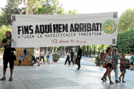"""Massification"" demonstrators advocating ""de-growth"""