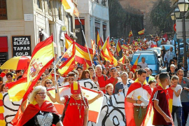 Party atmosphere for pro-Spain march in Palma