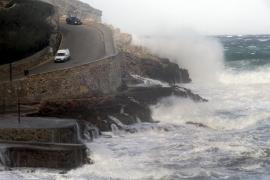 Cyclone Ana warning for the Balearics