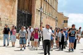 Slight increase in foreign tourism up to April