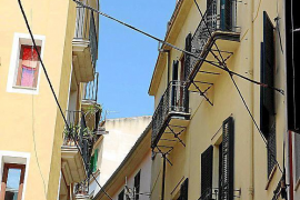 Cables giving a negative image of Palma