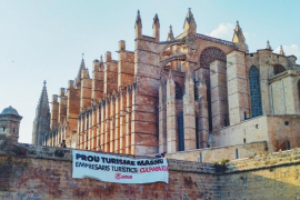 Arran hangs anti-tourism banner outside the Cathedral