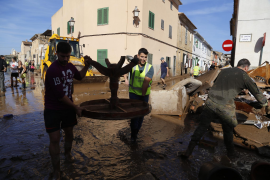 Hundreds take part in massive clean-up operation in Sant Llorenç