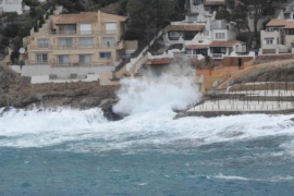Search for French tourist as Majorca is hit by rough holiday weather