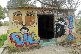 Cala Figuera military base covered by graffiti