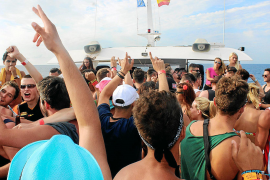 Calvia fines its first party boat
