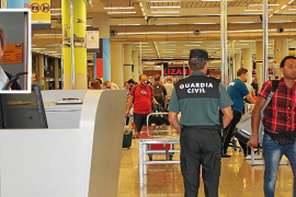 Airport worker dies following incident with tourist