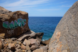 Estellencs graffiti denounced