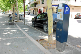 Parking meters with tourist information system