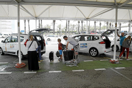 Concerns about the delay in approving new taxi fares in Palma