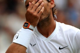 Vintage Federer holds off Nadal to reach Wimbledon final