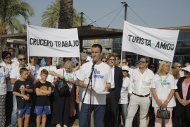 Protest in support of cruise ships