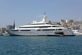 Luxury yacht sails into Palma