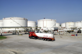 Controlling smells at hydrocarbon plant
