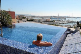 Town hall considering regulation of Palma rooftop pools