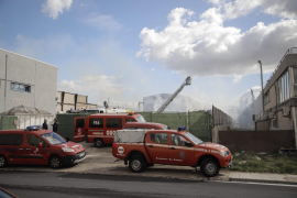 Paper factory goes up in flames in Marratxi
