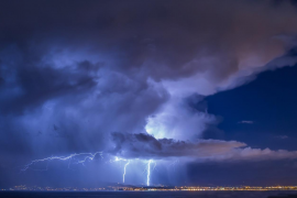 More than 8,000 lightning stirkes