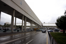 Temporary closure of airport mechanical walkway