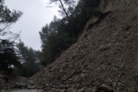 Rock slides on the Alaro to Orient road