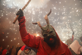 Fire-eaters, demons and dragons stalk Palma streets