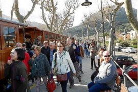 First Soller train of the year gets a cheer
