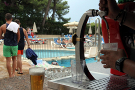 UK travel industry warns of hotel booze ban confusion