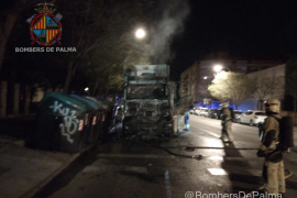 Palma dustcart catches fire