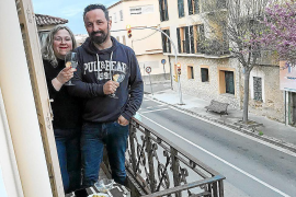 """Consell holds a """"rebel"""" party on balconies"""