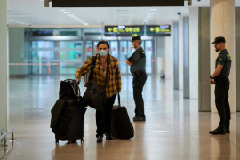 "Employers association backs tourist ""test flights"" in June"