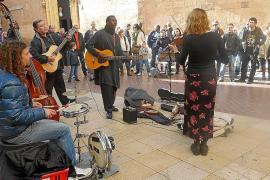 Palma street performers will need accreditation