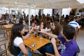 Bar and restaurant capacity at 75% from Monday