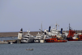 Electrical fault causes yacht transporter to list