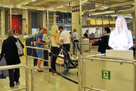 Virtual assistants start work at airport