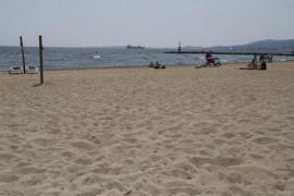 Sensor scheme for monitoring beach capacity
