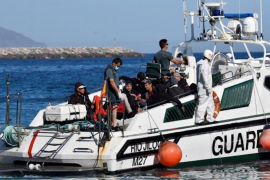 27 migrants arrested