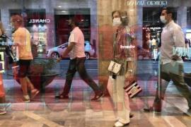 Queen Sofía goes shopping